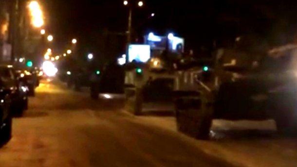 В центр Киева заехали танки — жители города встревожены