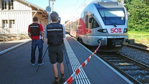 Мужчина ранил ножом пассажиров и поджег поезд в Швейцарии