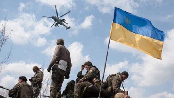 Украинский боец порадовал собратьев вкусными деликатесами в зоне АТО