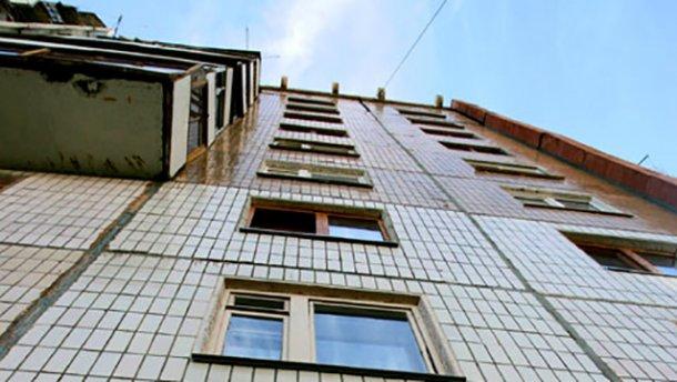 Трехлетний мальчик выпал из многоэтажки в Краматорске