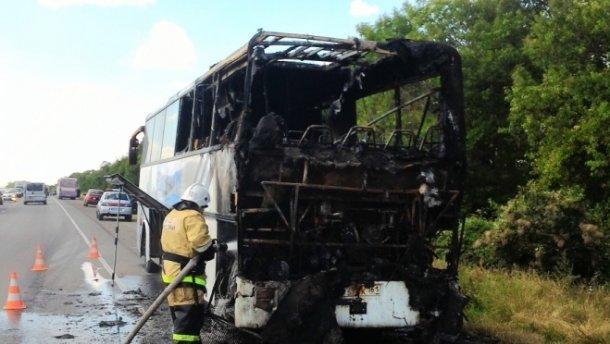В Крыму на ходу загорелся автобус с туристами
