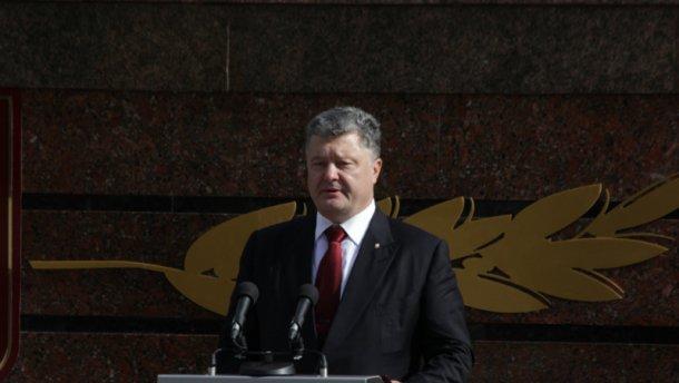 Президент отметил работу СБУ и наградил ее сотрудников квартирами
