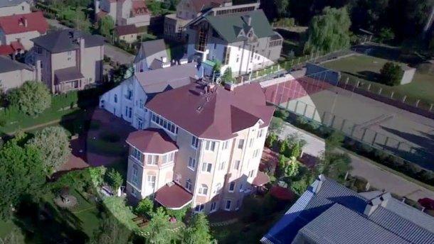 Подруга чиновника приобрела дом стоимостью 1,5 миллиона долларов