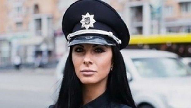 Гламурная киевская полицейская показала, чем занимается после работы