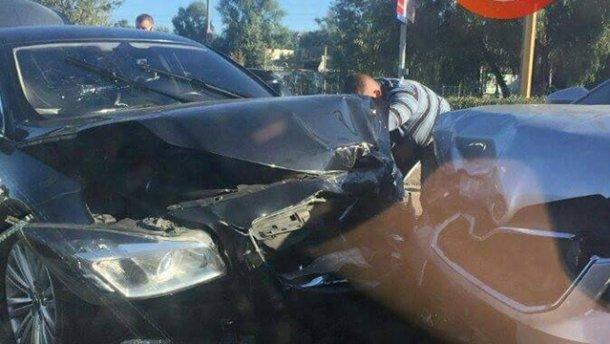 Авто из Администрации Президента попало в серьезное ДТП
