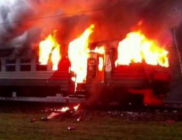 Во время движения загорелся поезд на Львовщине (видео)