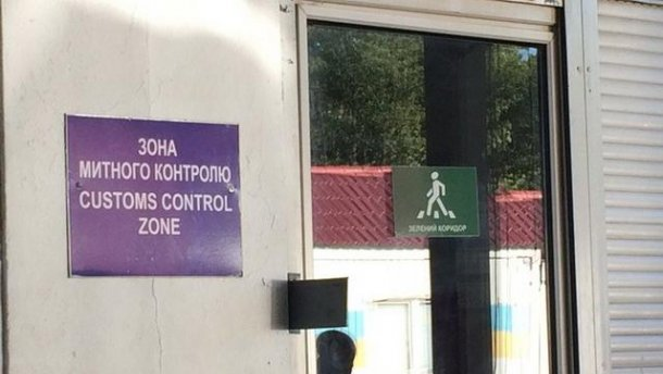 За постоянные взятки задержали чиновников Волынской таможни
