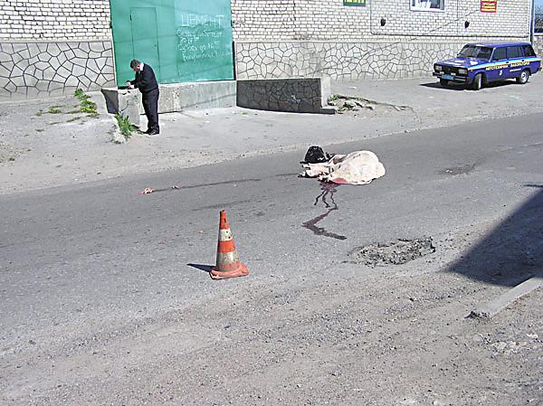 Беременную женщину на Львовщине сбил один автомобиль, а затем по телу прокатился еще один (фото 18 +)