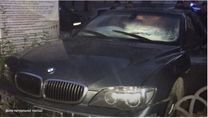 Нетрезвый иностранец при бегстве от патрульных во Львове влетел в университет (ФОТО)