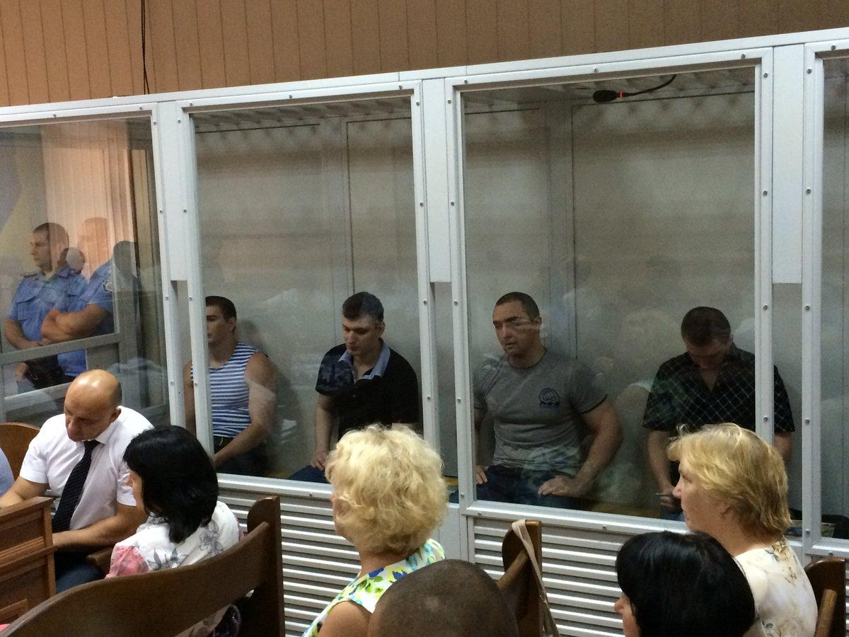 Суд продлил 5-м экс-«беркутовцам» содержание под стражей на 2 месяца