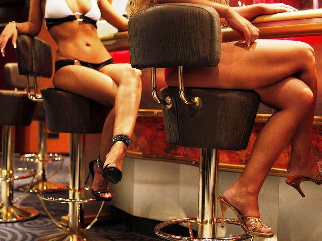 «Секс на войне»: сколько зарабатывают женщины и почему они так рвутся в АТО (ФОТО)