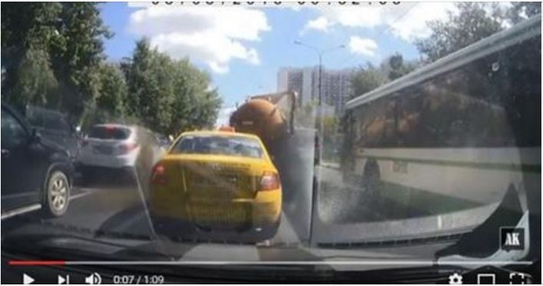 Москва в своих фекалиях: даже цистерны такого не выдерживают (видео)