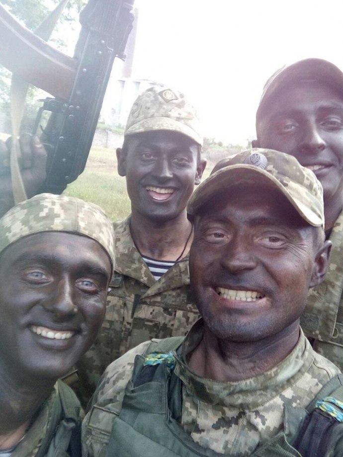 Сеть взорвали фотографии «афробандеровцов» на Донбассе (фото)