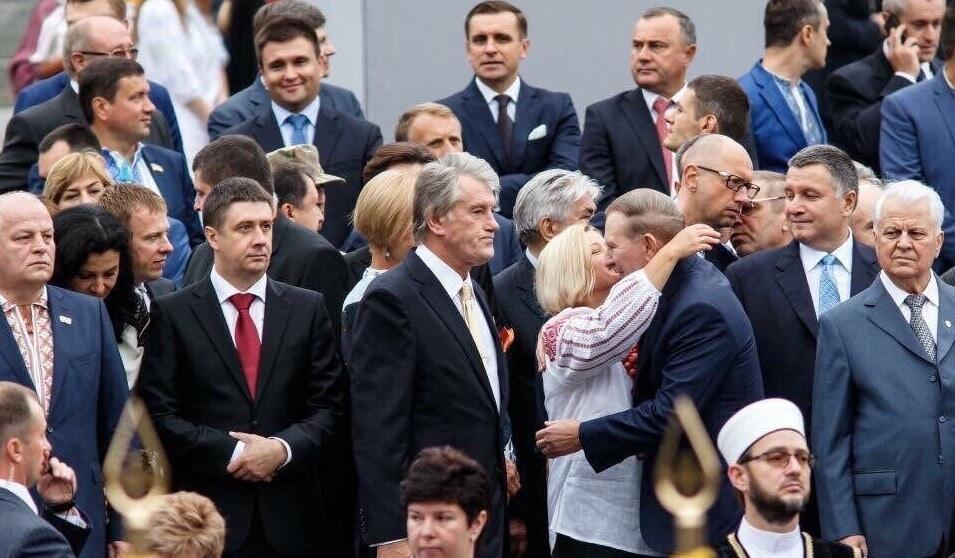 Косые взгляды и улыбки: в сети показали, как Геращенко сладко целовалась с Кучмой. Фотофакт