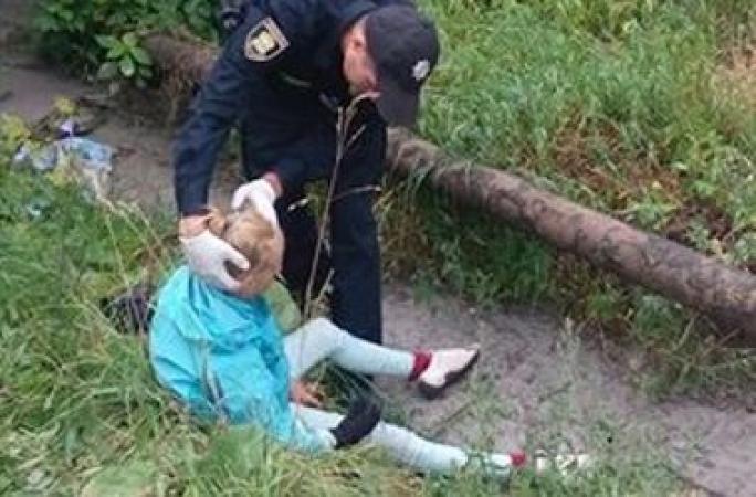 В Тернополе двое мужчин силой напоили 11-летнюю девочку