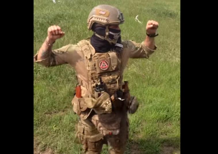 Воин АТО покорил сеть танцем в полном боевом снаряжении (ВИДЕО)