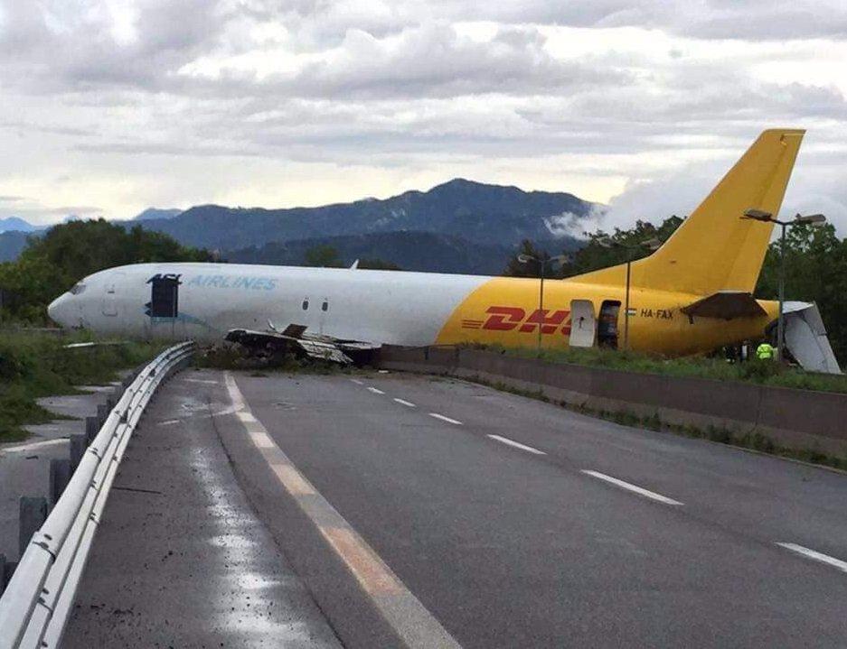 В Италии разбился самолет Boeing-737 (ФОТО)
