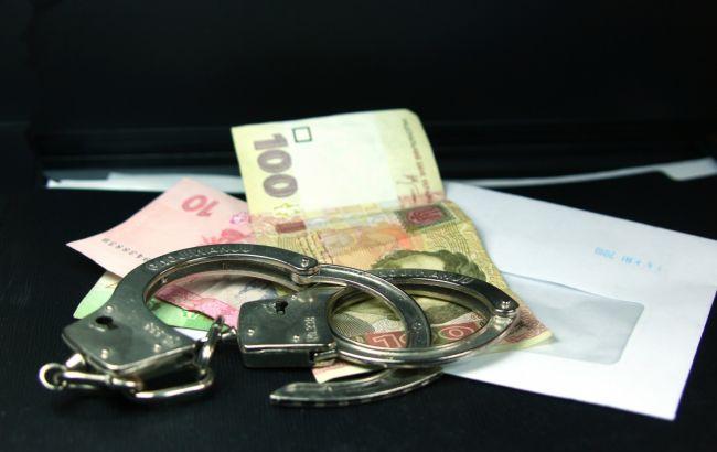 В Житомирской области задержан полицейский при получении взятки в 65 тыс. гривен