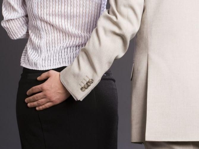Госслужащего отстранили от должности за секс-скандал