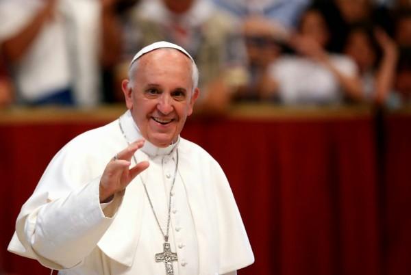 Миллионы для Донбасса: Папа Франциск подарил украинцам невероятную сумму