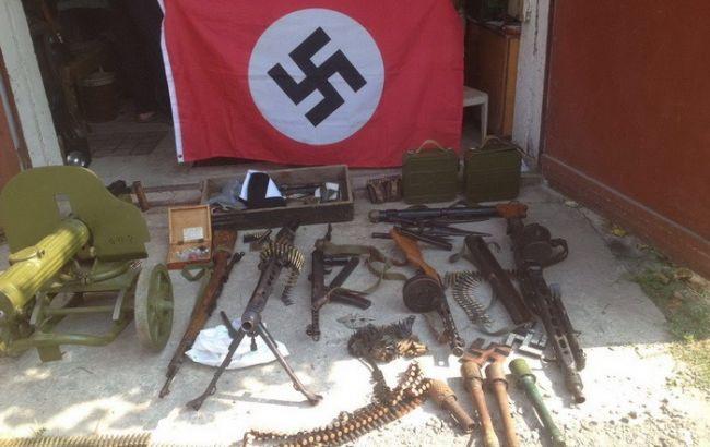 В Херсонской области СБУ обнаружила у россиянина арсенал оружия и свастику