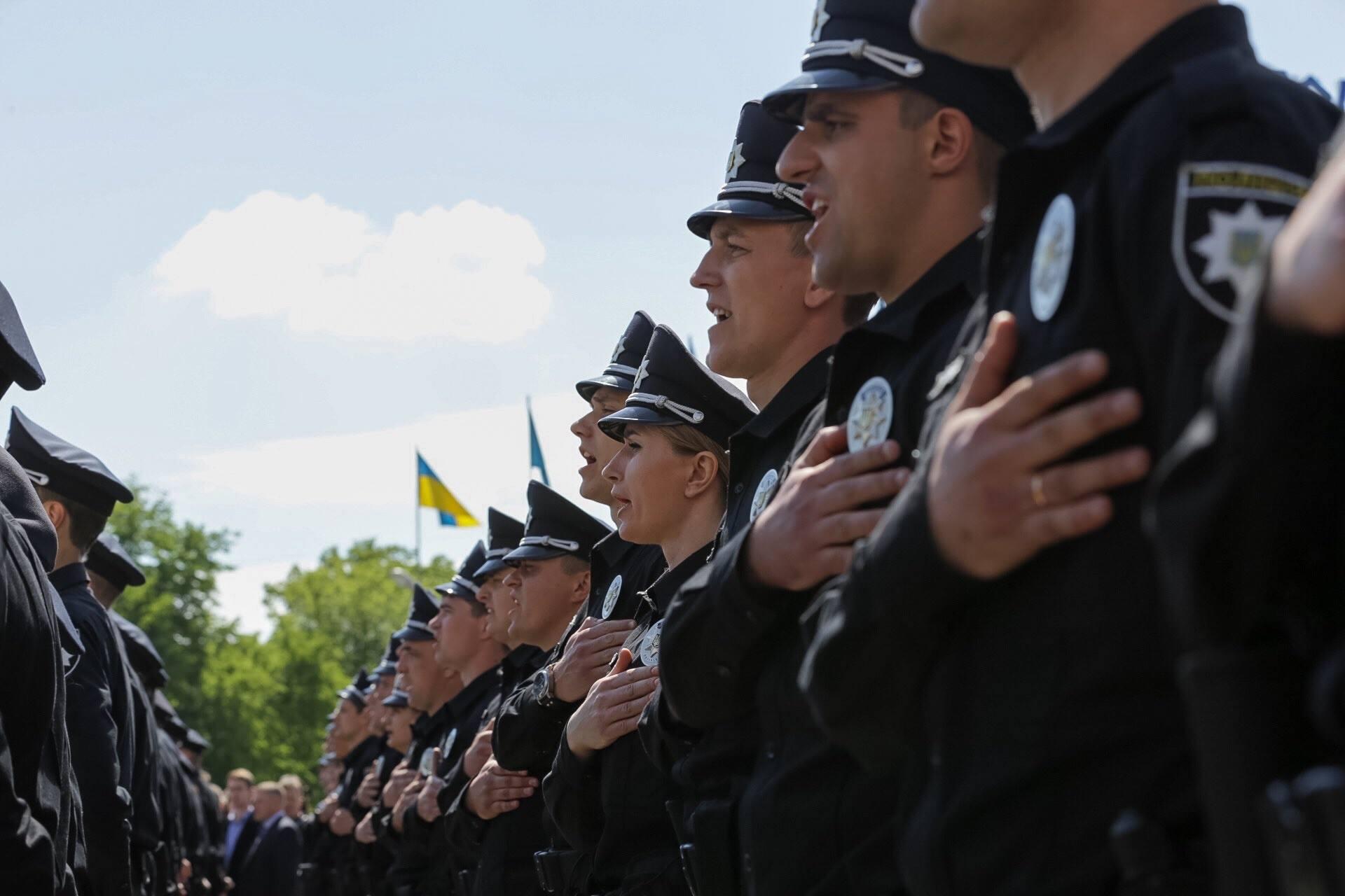 Сколько зарабатывают львовские патрульные полицейские