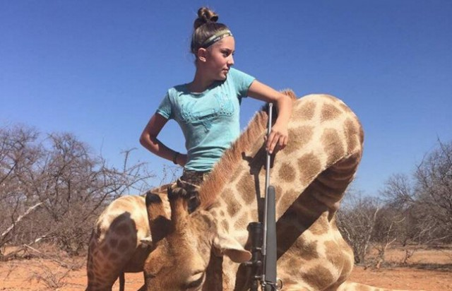 Убивающая животных на сафари в Африке 12-летняя девочка ужаснула общество (фото)