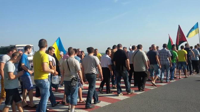Протестующие перекрыли трассу Львов – Рава-Русская через Грибовицкую свалку