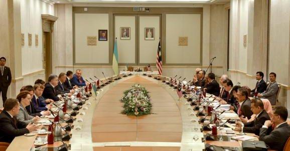 Порошенко подписал ряд соглашений с Малайзией