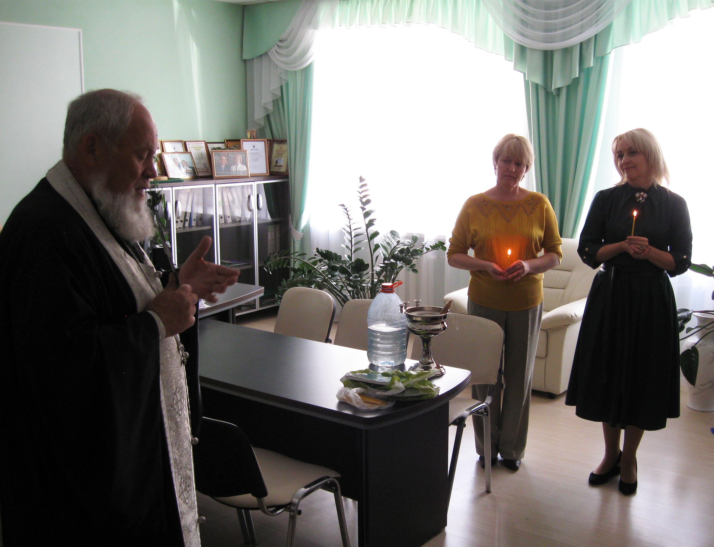 Главный деятель образовательной сферы Хмельницкого угрожает священникам судом