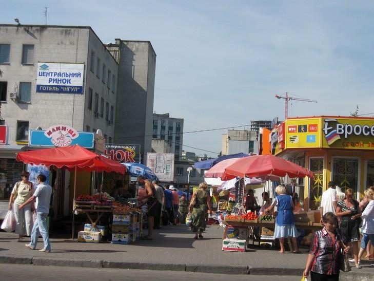Как известная кинозвезда торгует мясом на Ровенском рынке (ФОТО)