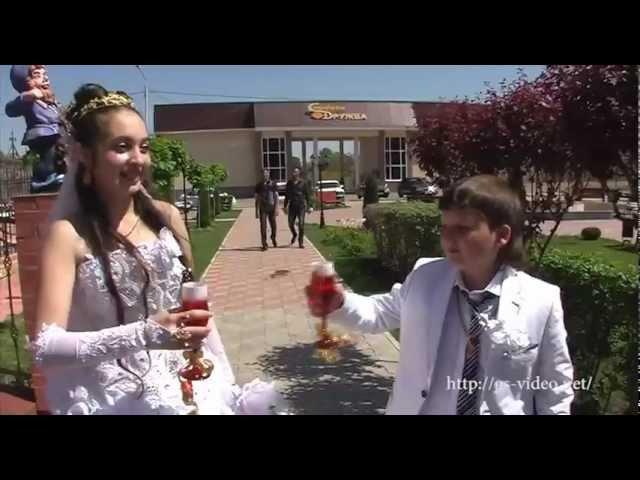 «Жениться в 12»: Сеть поражена от кадров несовершеннолетней цыганской свадьбы (Видео