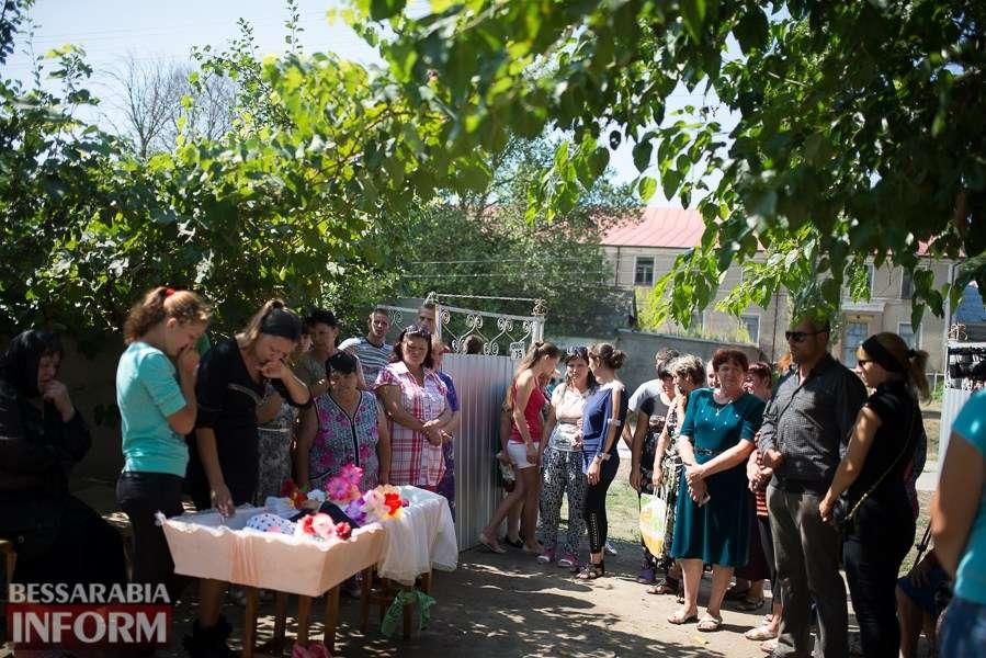 В сети появилось видео с похорон 8-летней девочки в Лощинивци — видео
