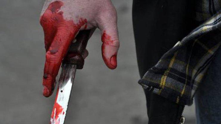 В Хмельницком мужчина ранил ножом в троллейбусе 12-летнюю девочку