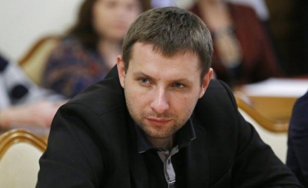 Три авто и апартаменты: СМИ показали, как живет нардеп Парасюк (ВИДЕО)