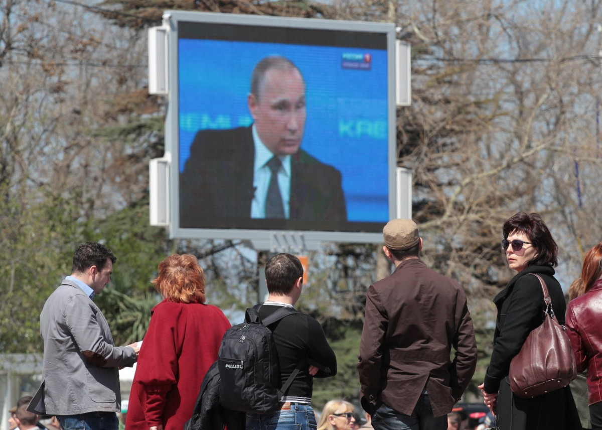 С колен никто не вставал: в России официально заказывают водку для избирателей
