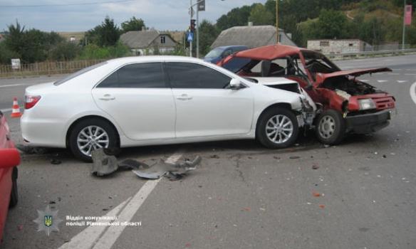 На трассе Киев-Чоп произошло ДТП с участием трех автомобилей, пострадал годовалый ребенок