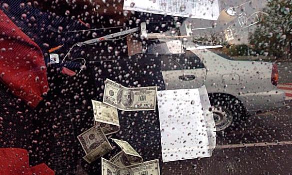 В Киевской обл. на взятке в 2 тыс. долл. задержали государственного исполнителя