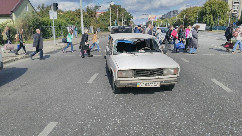 Во Львове водитель ВАЗ сбил молодого человека