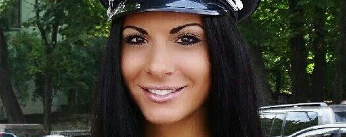 Украинская полиция Людмила Милевич похвасталась ярким купальником (фото)