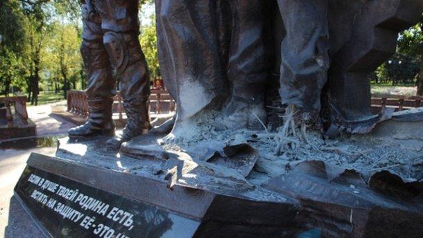 Памятник боевикам взорвали в Луганске