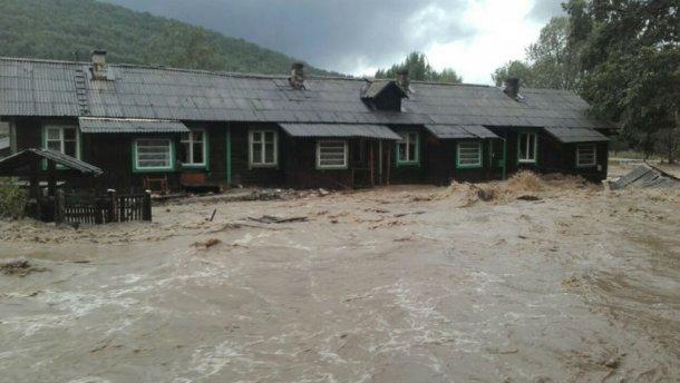 Мощный тайфун обрушился на Россию: целые села ушли под воду