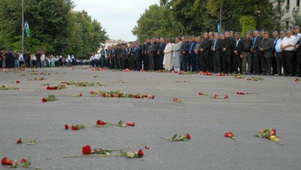 Стало известно, кого Порошенко отправил на похороны Каримова