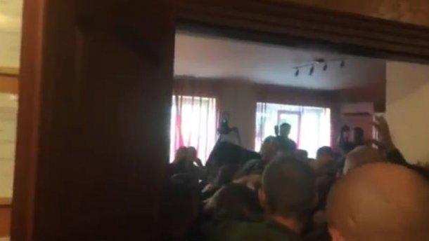 В Мукачево беспорядки во время суда над бойцами «Правого сектора» (ВИДЕО)