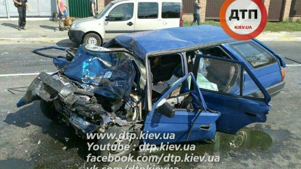 Смертельная авария под Киевом: водитель и пассажиры погибли на месте