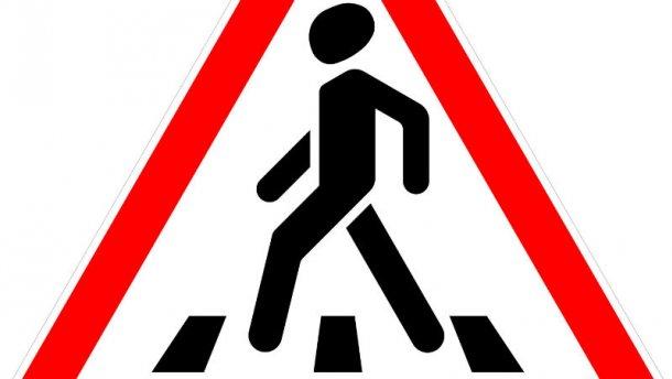 Пешеходы остроумно наказали водителя-нарушителя (ФОТО)