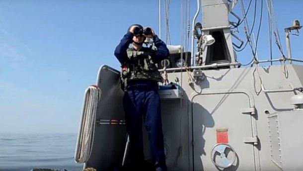 Украинцы отогнали российский военный корабль от границы – появилось видео