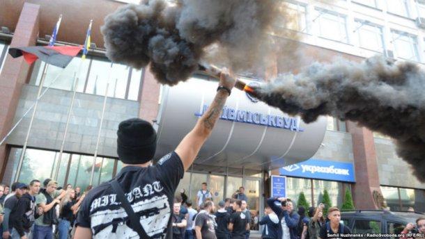 «Азов» снова зажгли файеры возле Киевгорстроя