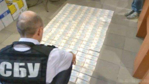 СБУ задержала двух руководителей Государственной фискальной службы на взятках