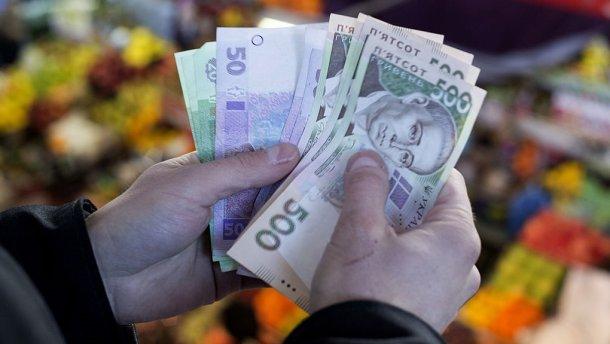 Порошенко пообещал повысить зарплаты бюджетникам